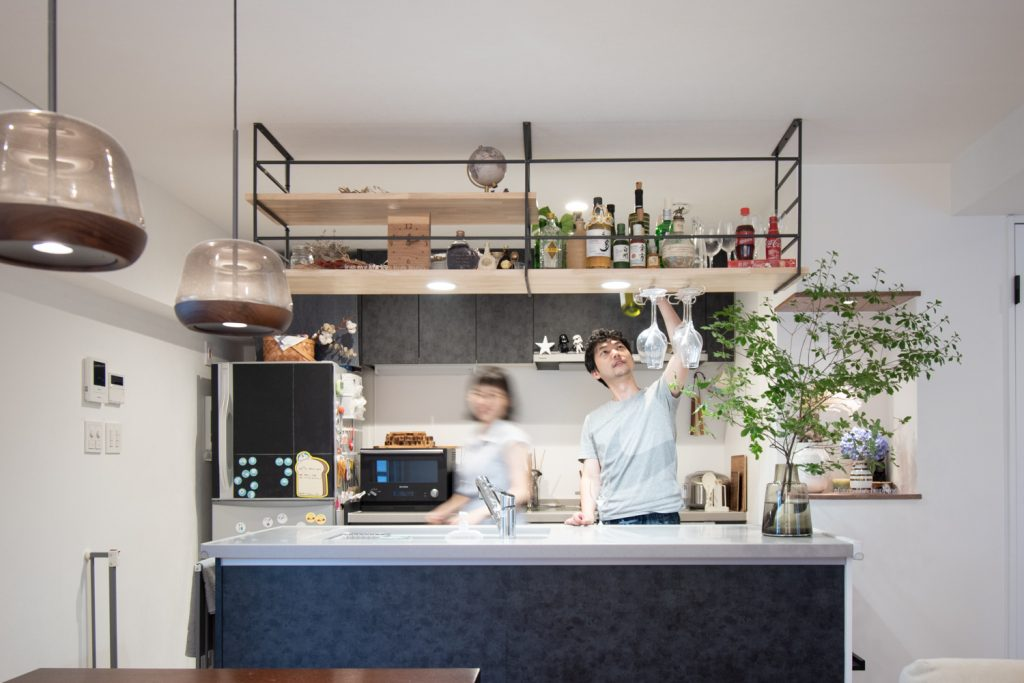リノベーション,マンション,キッチン,上吊り棚,2LDK,インタビュー,東京,関東,QUMA